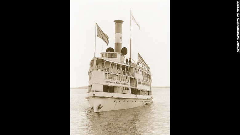 El Hospital Flotante comenzó en un pequeño bote en 1894 y en 1905 se expandió a un barco.