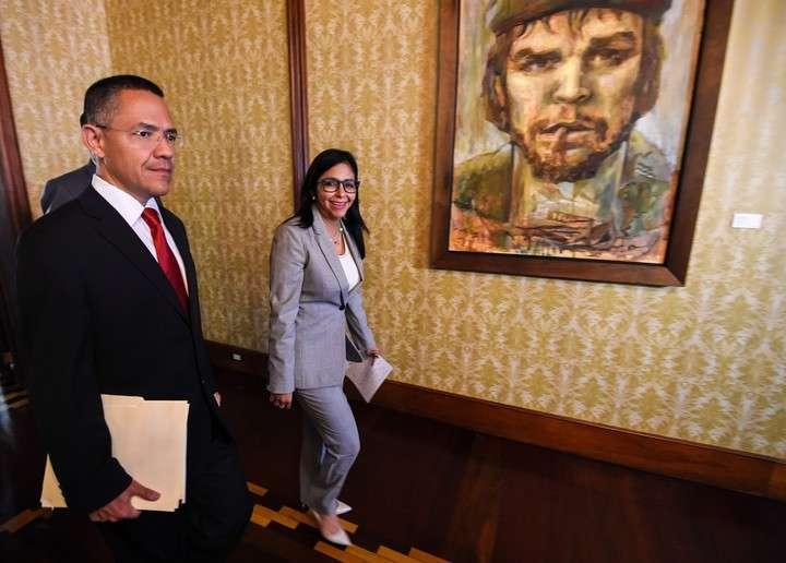 """Venezuela ordena sacar del aire a la CNN y la acusa de hacer """"propaganda de guerra"""""""