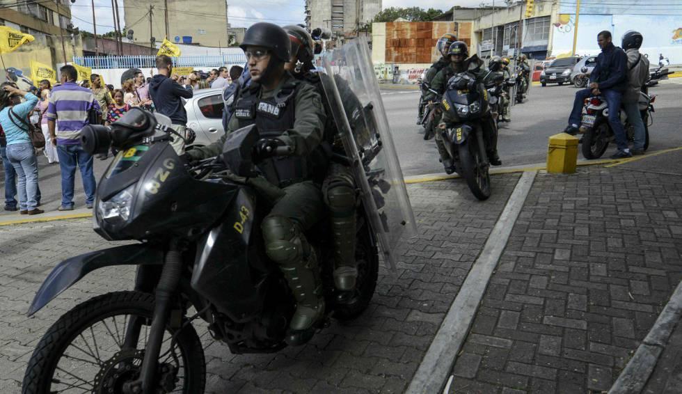 Agentes de la Guardia Nacional Venezolana, durante una protesta en Caracas el pasado 9 de febrero.