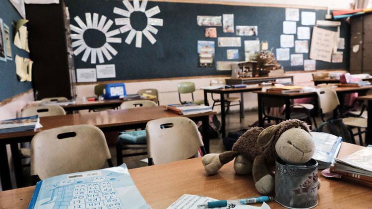 Obligadan a unas alumnas a desnudarse frente a su clase por no completar sus tareas