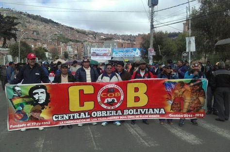 Trabajadores de la Central Obrera Boliviana (COB).