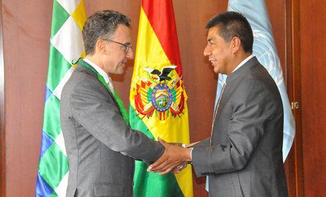Antonino De Leo y el canciller Fernando Huanacuni