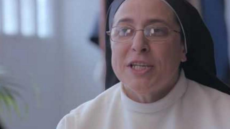 Un actor porno y una monja argentina se reúnen para convertir a los niños en