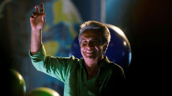 Ex vicepresidente, 63 años, candidato por Alianza País