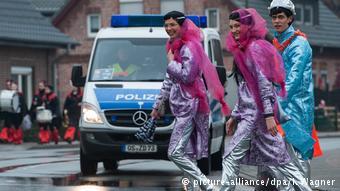 Sicherheit beim Karneval (picture-alliance/dpa/I. Wagner)