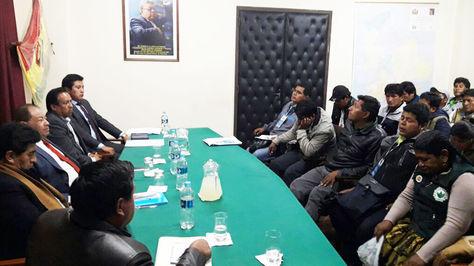 Reunión entre representantes del Gobierno y de los cocaleros de La Paz