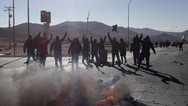 Los trabajadores mantienen la protesta en la mina Escondida (Reuters)