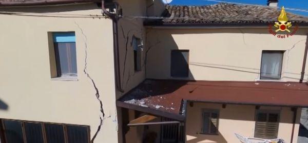 Ante el peligro de un derrumbe, las autoridades evacuaron rápidamente a 125 personas de sus casas