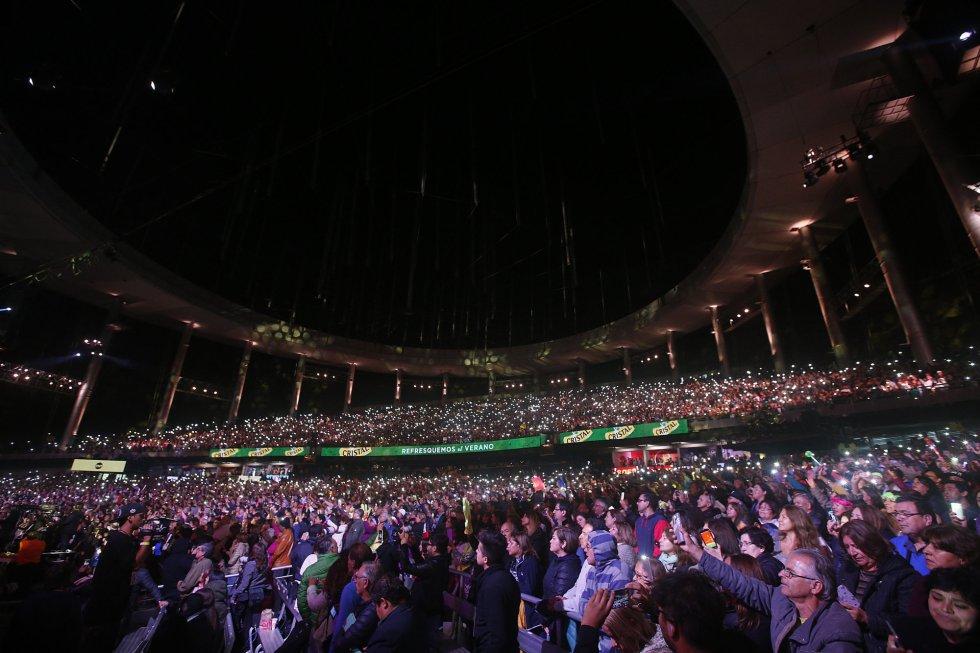 Una muchedumbre observa la presentación de la cantante española, Isabel Pantoja, el miércoles 22 de febrero de 2017, en la tercera noche de la 58º versión del Festival internacional de la canción de Viña del Mar.