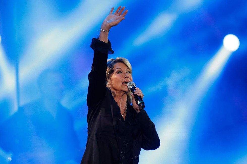 La cantante anlgo-australiana Olivia Newton-John actúa durante la 58º edición del Festival internacional de la canción de Viña del Mar (Chile).