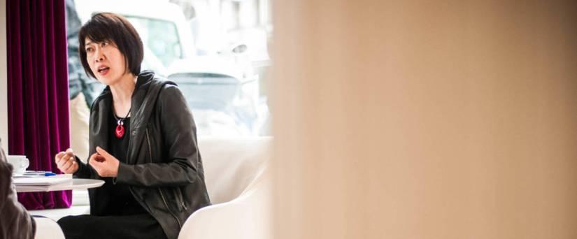 Foto: Junko Takahashi durante la entrevista con El Confidencial. (Carmen Castellón)