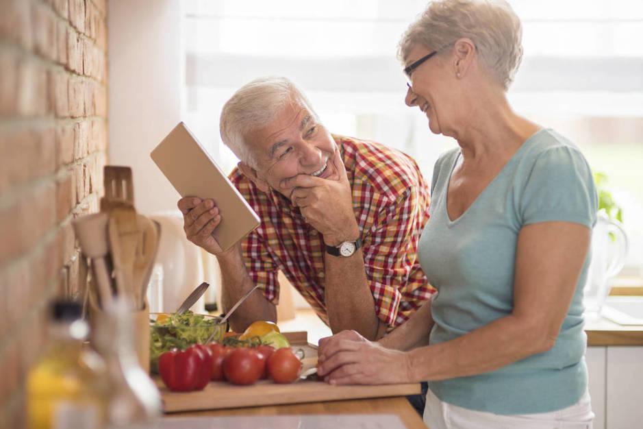 Las parejas que más tiempo aguantan son las que consideran grandes amigos. (iStock)