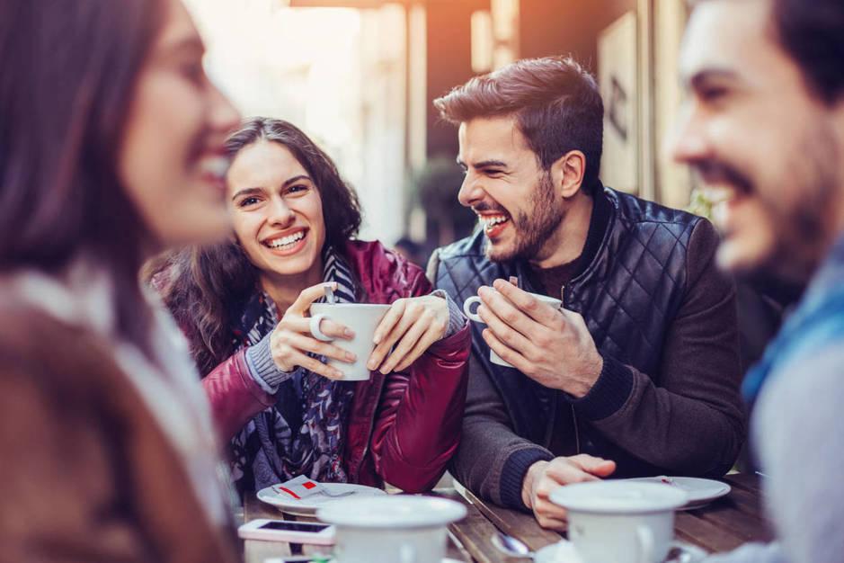 ¿Cómo hacerle saber tu interés romántico? (iStock)