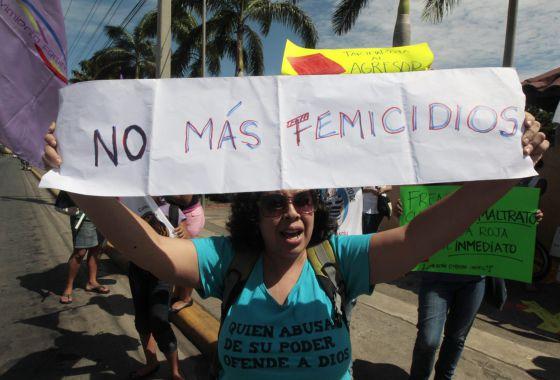 Protestas contra los feminicidios en Managua.