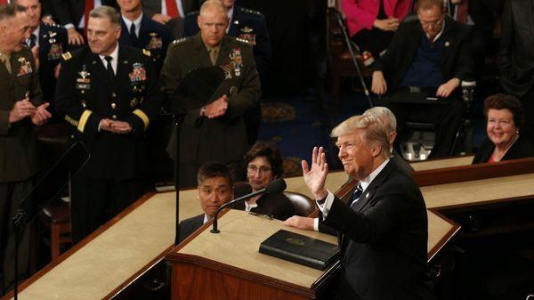Trump reafirmó sus promesas de campaña en un tono más moderado y optimista