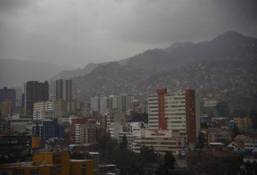 Lluvia en el centro paceño. Foto: La Razón