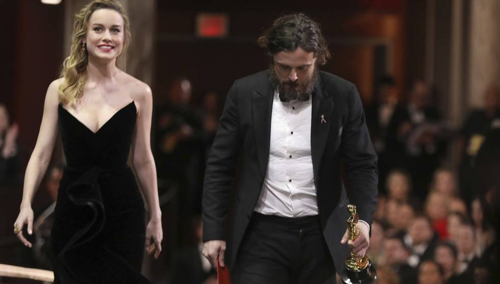 Brie Larson y Casey Affleck, en la gala de los premios Oscar.