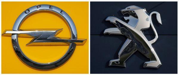 Los logos de Opel y Peugeot (Reuters)
