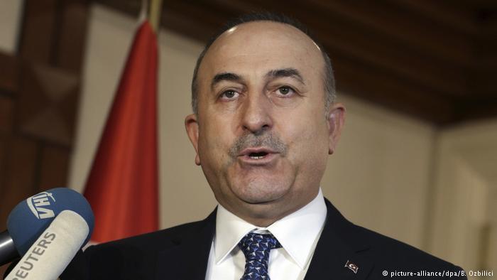 Mevlüt Çavusoglu: Esta práctica es una vergüenza para toda Europa. Están volviendo al período de antes de la Segunda Guerra Mundial. (picture-alliance/dpa/B. Ozbilici)