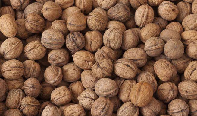 Un combo perfecto de ácidos grasos omega-3 y vitamina E que hacen destacar a este fruto seco (una clase de alimento por lo general muy beneficioso para nuestra piel). ¿Más? El potasio ayuda a nuestro sistema nervioso, el magnesio evita la formación de coágulos sanguíneos y sus proteínas refuerzan nuestras defensas.
