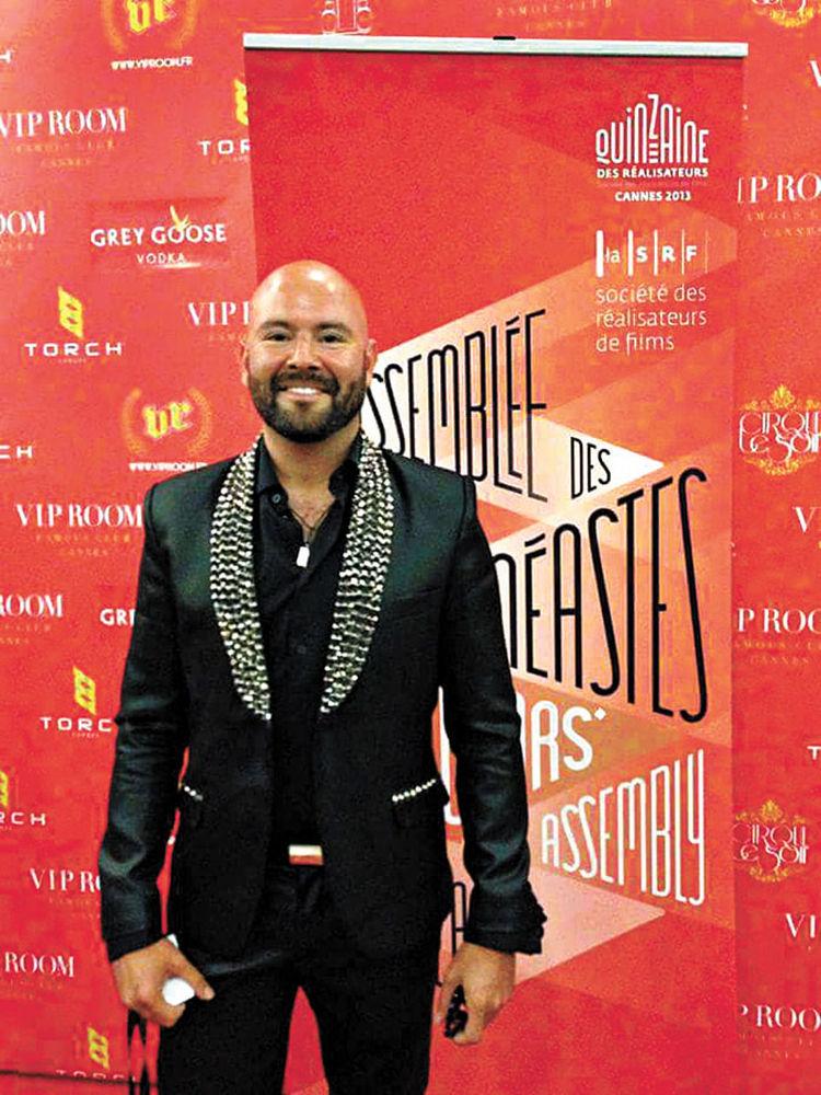 Rodrigo Bellot en Cannes 2014 con un traje de la diseñadora boliviana. Foto. Suárez Weise