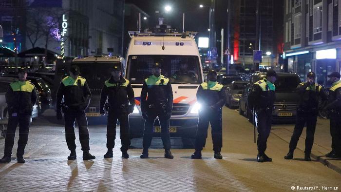 Rotterdam Türkische Ministerin darf Konsulat nicht betreten Rotterdam Türkische Ministerin darf Konsulat nicht betreten (Reuters/Y. Herman)