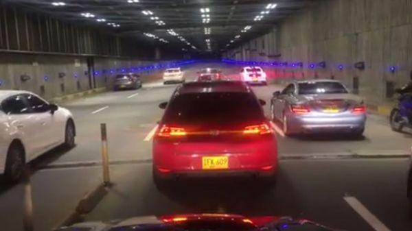 Largada en el Túnel Avenida Colombia de Cali. Las corridas ilegales son severamente sancionadas por las autoridades caleñas
