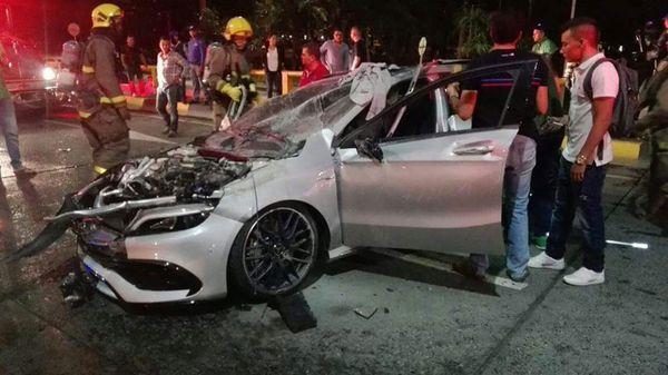Así quedó el vehículo siniestrado en la avenida Colombia, Cali
