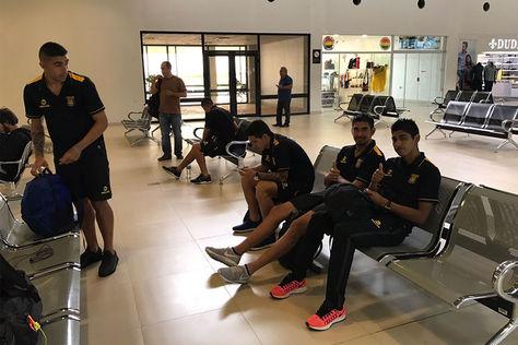 Jugadores del primer plantel The Strongest en el aeropuerto de Viru Viru – Santa Cruz.