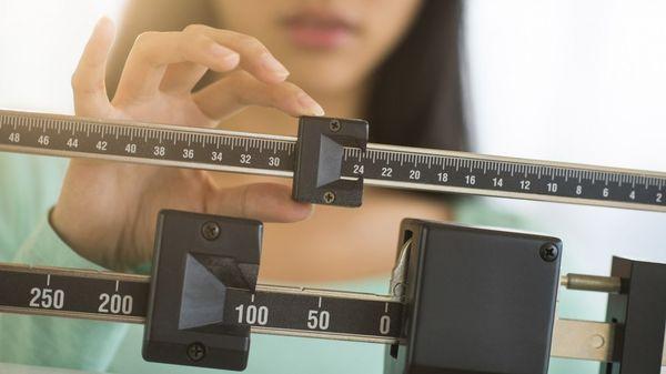 Bajar de peso es difícil, pero mantener los logros es más complicado aún. Según el nuevo estudio, muchas personas abandonan las dietas porquemejoran la salud menos queel ejercicio. (IStock)