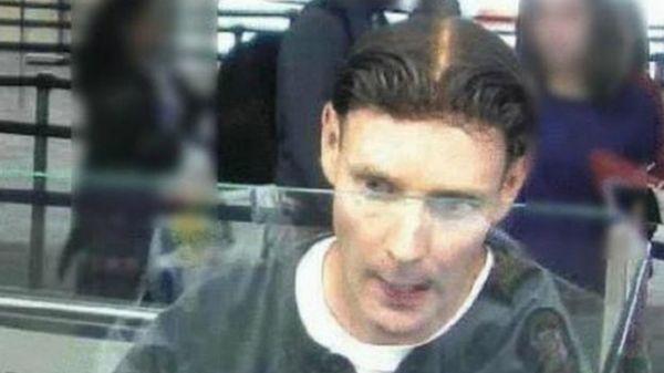 Imagen del asesino cuando tenía su peluca puesta.