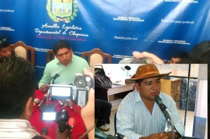 Eusebio Cordero (i) durante la conferencia de prensa de esta mañana. Foto: CORREO DEL SUR