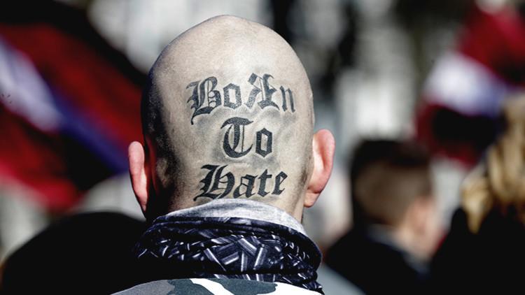 A Hitler le encantaría: Escalofriantes marchas nazis se exhiben en Europa (Videos, fotos)