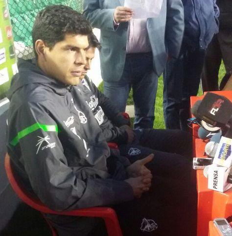 El golero Carlos Lampe durante la conferencia de prensa en el estadio Siles.