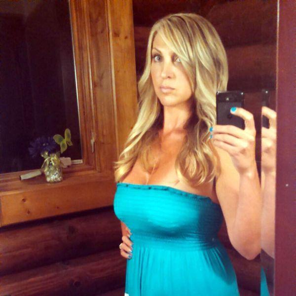 Brooke L. Lajiness es fanática de las selfies. En su perfil de Facebook pueden encontrarse decenas. Algunas se las enviaba a su víctima completamente desnuda (Facebook)