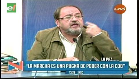 """Ministro de Educación ve """"pugna sindical"""" en la marcha de maestros"""