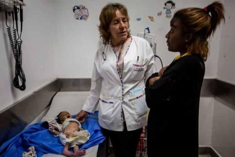 La doctora Livia Machado en el hospital Domingo Luciani en Caracas