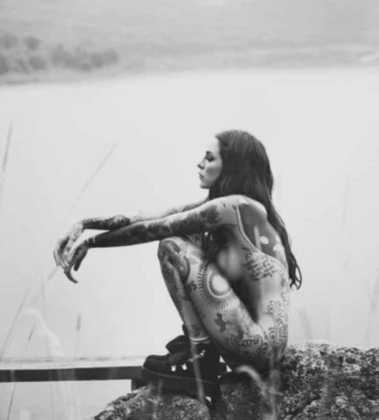 Candelaria Tinelli, al desnudo
