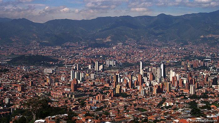 Medellin Kolumbien Übersicht Panorama (Wikipedia/jduquetr)