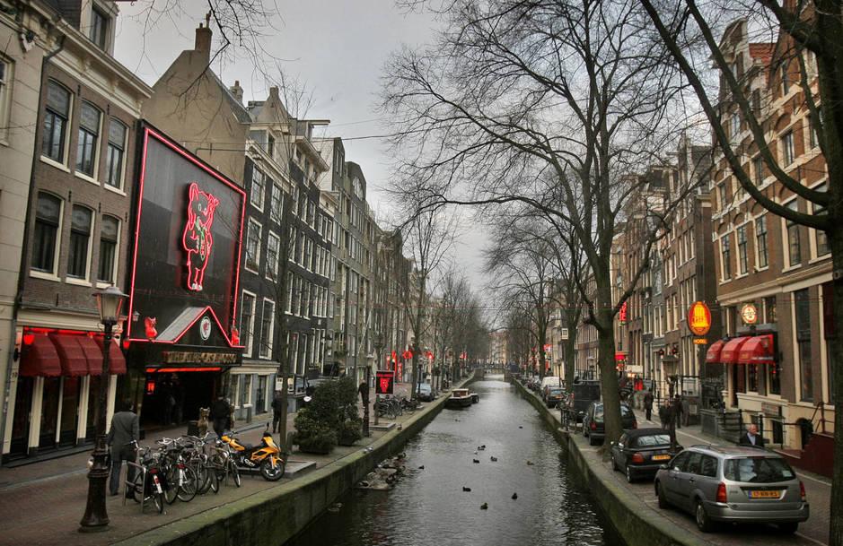 Imagen del barrio rojo de Ámsterdam, en Holanda. (Reuters)