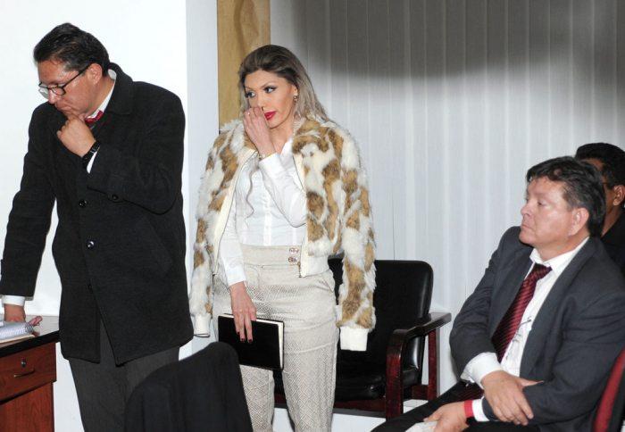 Gabriela Zapata junto a sus abogados.