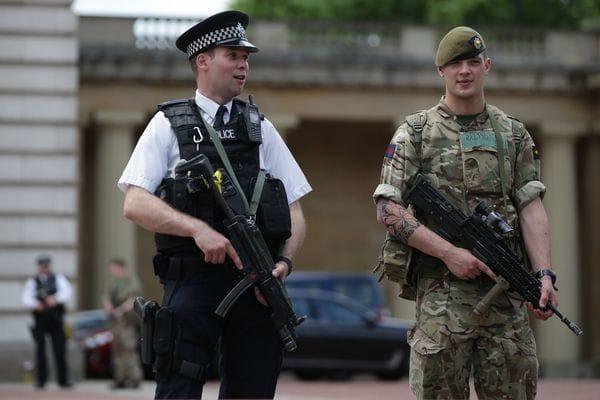 Policías y militares custodian Gran Bretaña (AFP)