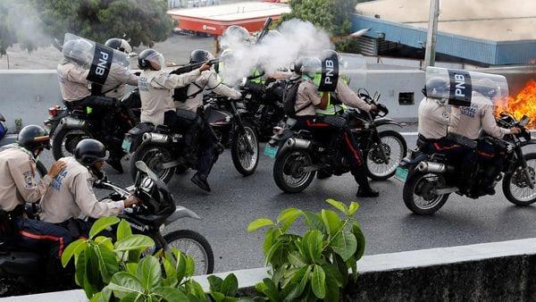 El chavismo reprime a la población civil (Reuters)