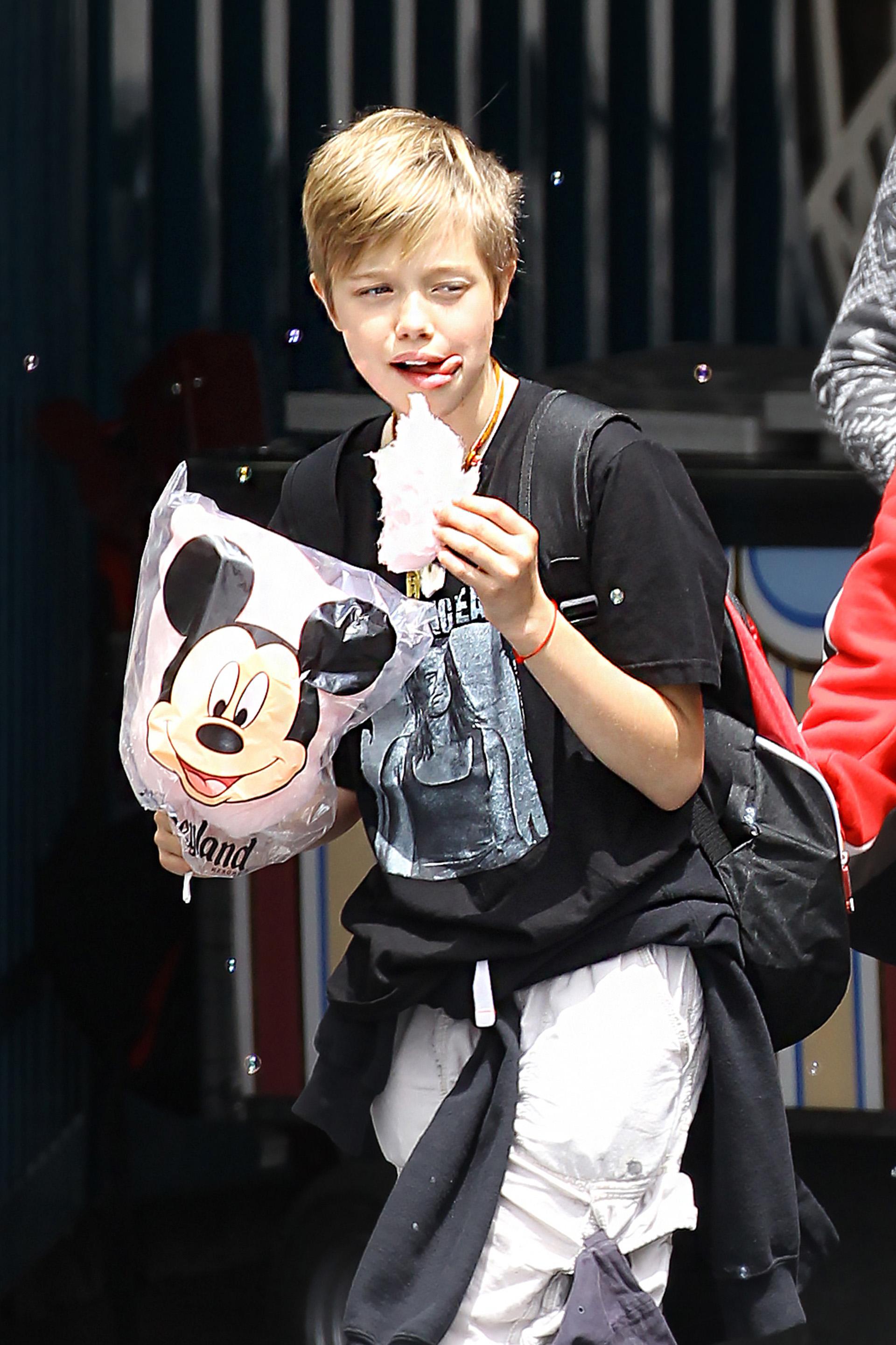 La actriz estuvo con sus hijos a Disneyland por el cumpleaños de Shiloh