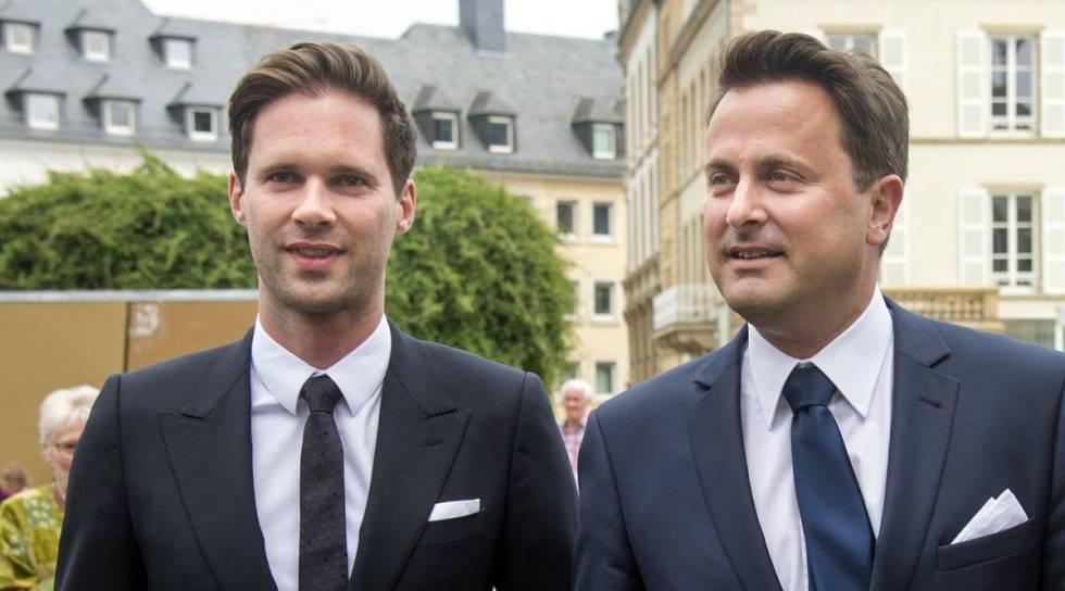 El arquitecto Gauthier Destenay (izquierda), junto al primer ministro de Luxemburgo, Xavier Bettel.