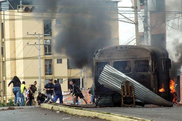 De los heridos en Baruta, 46 presentaron traumatismos por el impacto de bombas lacrimógenas (Reuters)