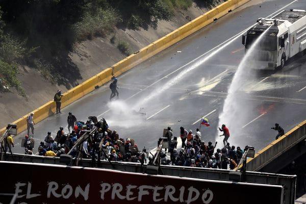 "Paparoni presentó ""traumatismo craneoencefálico"", informó Capriles (Reuters)"