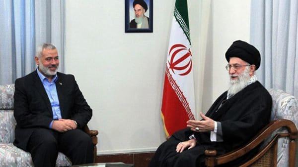 El jefe político de Hamas, Ismail Haniyeh, con el líder supremo iraní, Ali Khamenei(AP)