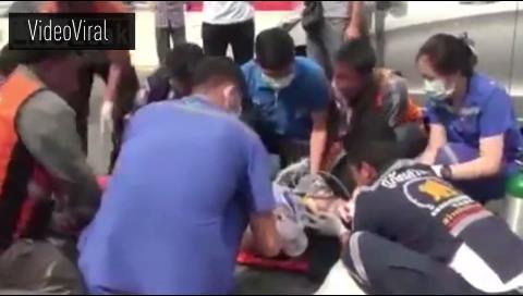 Una mujer cruza la calle hablando por celular y muere (video)