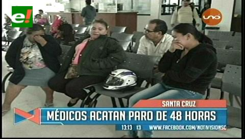 Decenas de pacientes no reciben atención en Santa Cruz por paro médico